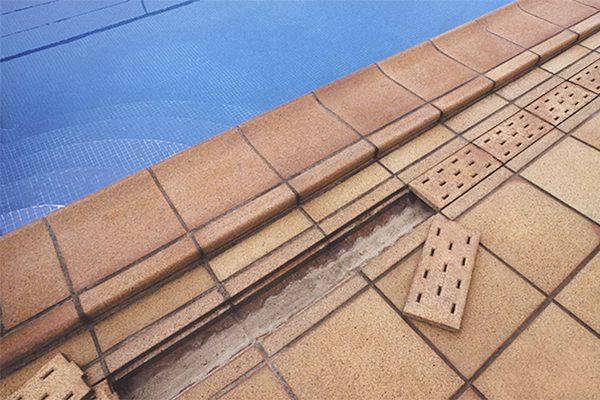 Gres natural para piscinas terraklinker for Rejilla piscina