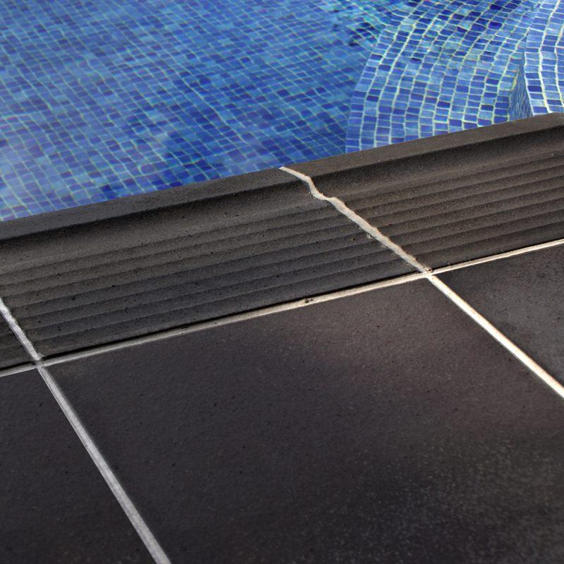 Gres natural para piscinas terraklinker for Gres de breda para piscinas