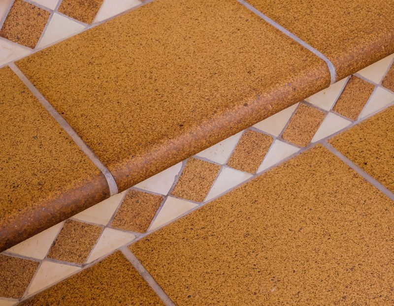 Peldaños de ceramica para escaleras exteriores